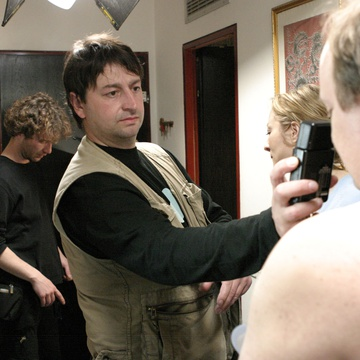 Aleš Belak on the set of Delo osvobaja (2004).