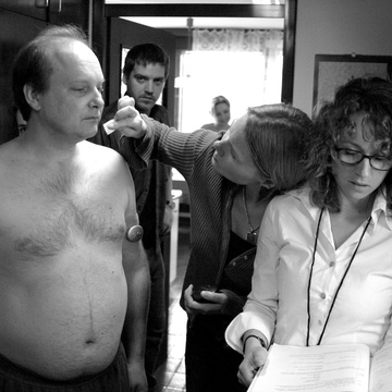 Mojca Gorogranc Petrushevska, Peter Musevski, Vita Žnidarič Štader on the set of Delo osvobaja (2004).