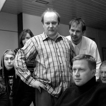 Uroš Fürst, Damjan Kozole, Mojca Menart, Peter Musevski on the set of Delo osvobaja (2004).