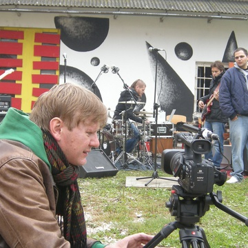 Boris Petkovič on the set of V letu hip hopa (2010).